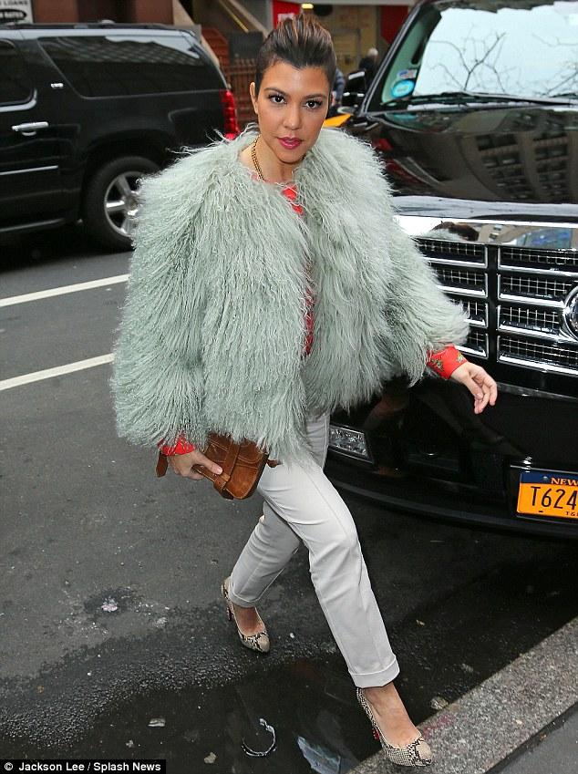 ��� ������ � ��� ��������� �� ����� ������� 2013 - Kourtney and Kim Kardashian in NYC