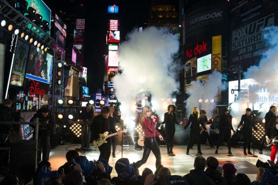 Taylor Swift Performs on New Yea's Eve at Times Square in NY