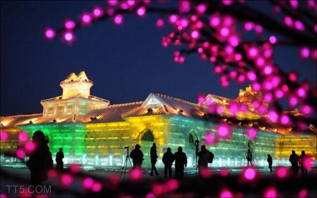 قصر من الثلج في الصين