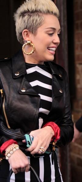 صور مايلي سايروس بالابيض والاسود في نيويورك 2013