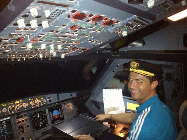 صور كريستيانو رونالدو طيار , شاهد صور كريستيانو رونالدو كابتن طائرة