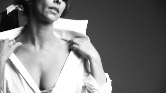 Jennifer Love Hewitt � The Client List photo shoot