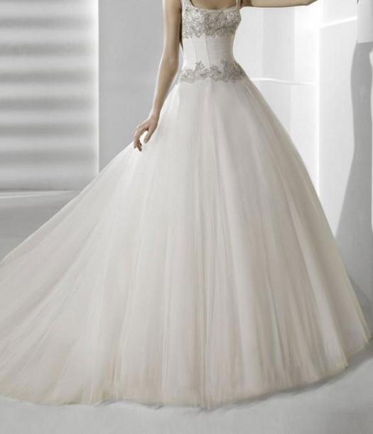 91fa36edf9058 فساتين زفاف منفوشه 2013