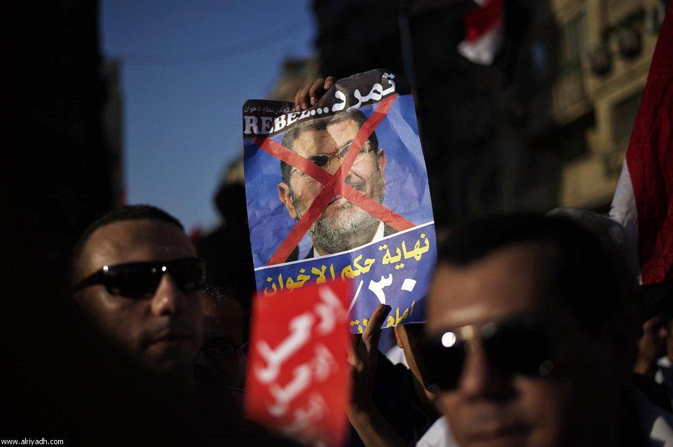 الكرت الاحمر مرسي 2013 102077.jpg