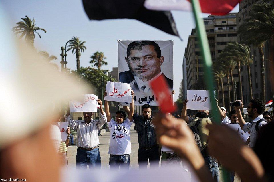 الكرت الاحمر مرسي 2013 102078.jpg