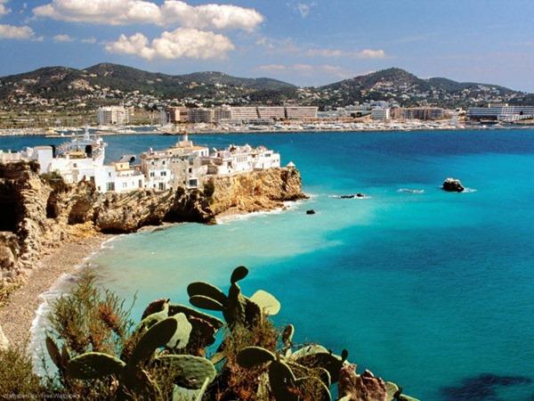 سياحة الأثرياء في جزيرة إيبزا الإسبانية 121732