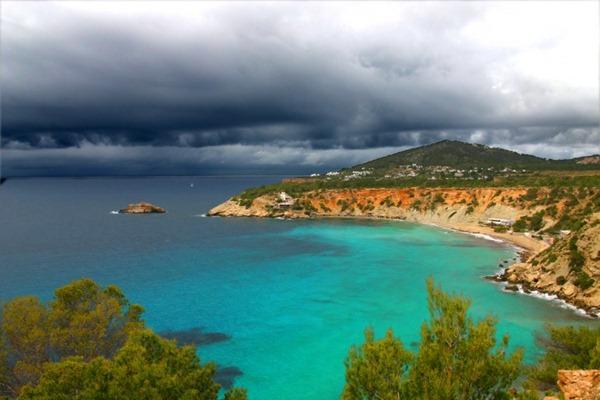 سياحة الأثرياء في جزيرة إيبزا الإسبانية 121737
