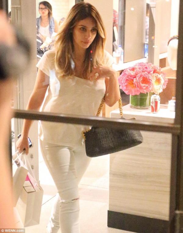 صور جديدة لكيم كارداشيان بدون ماكياج - kim kardashian without makeup