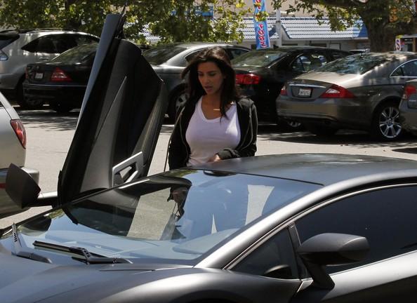 Kanye West and Kim Kardashian Go to the Mall