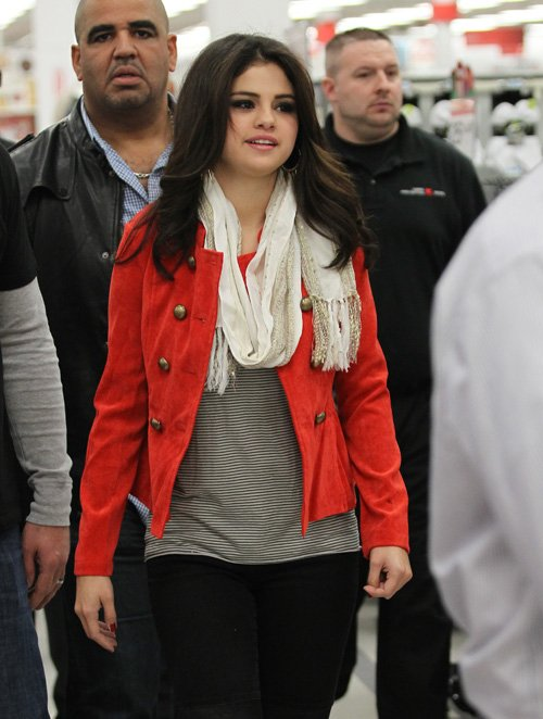 Selena Gomez Sad And Single In White Plains