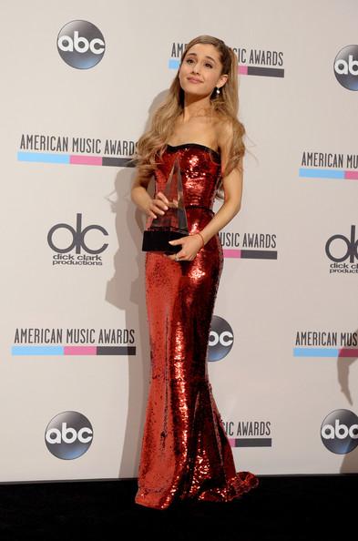 صور اريانا جراندي في حفل American Music Awards 2013