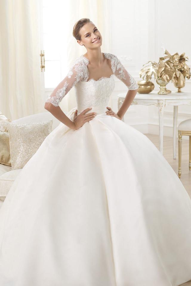 b116caa53f7a1 صور فساتين زفاف طويلة ع الموضة 2014