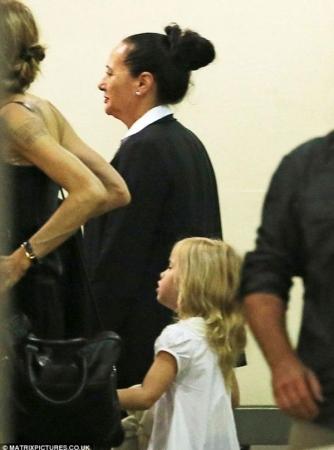 صور أنجلينا جولي بجسد نحيف جدا في مطار سيدني 2014 , صور أنجلينا جولي 2014