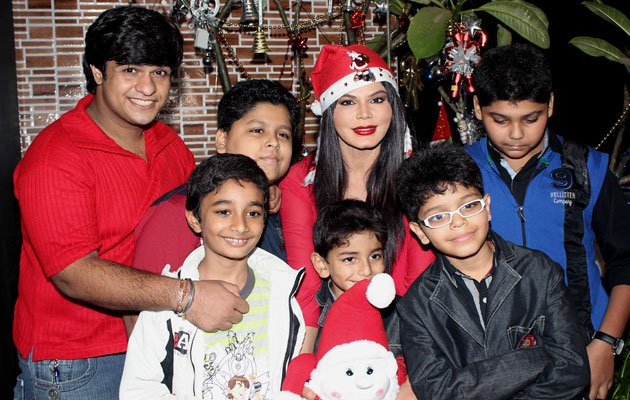 صور فنانات الهند بزي بابا نويل 2014 , صور نجمات بوليوود بزي سانتا كلوز 2014