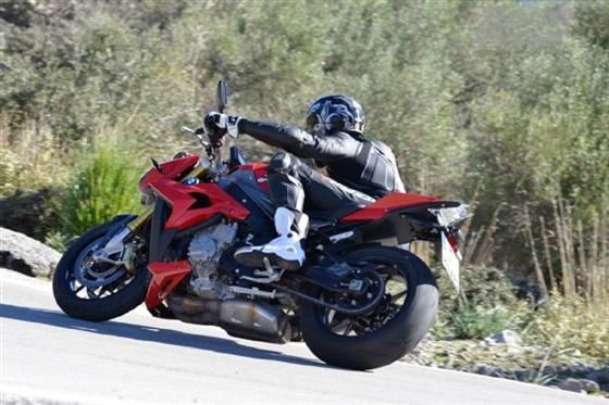 صور دراجة bmw s 1000 موديل 2014