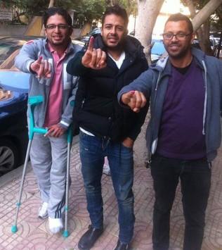 صورة اخو الفنان محمد حماقي , صورة محمد حماقي مع شقيقه