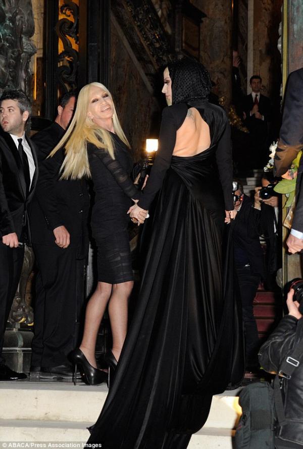 ��� ���� ���� �� ��� ����� Versace