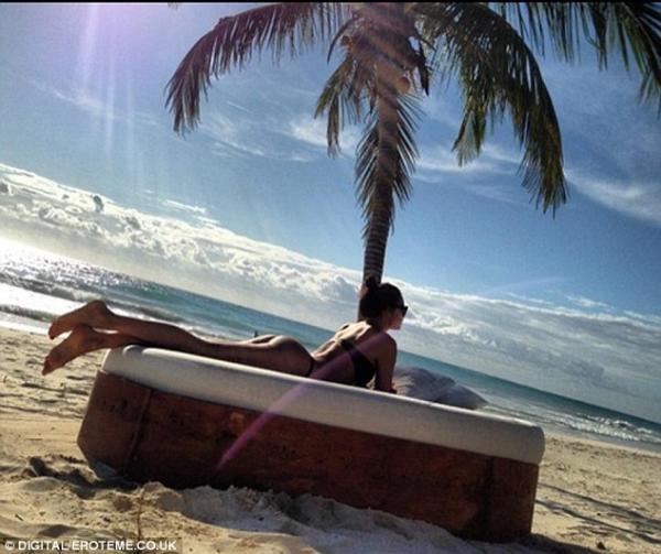 ايرينا شايك بالبيكيني شاطئ المكسيك