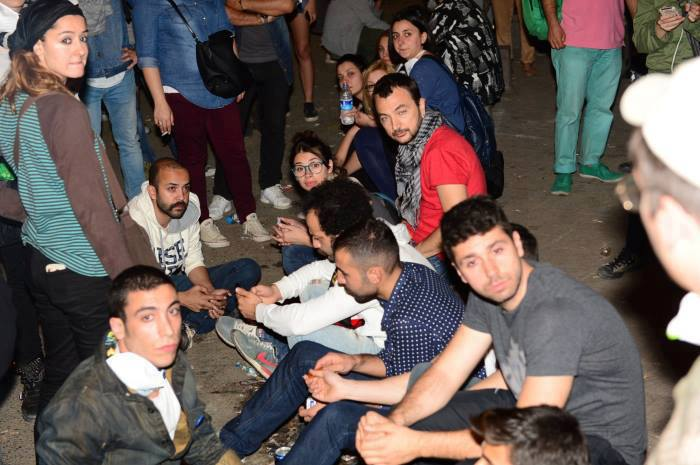 صور نجوم الدراما التركية في الثورة ضد اردوغان