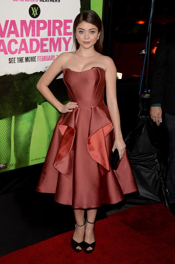 ��� ���� ������� �� Vampire Academy Premiere ��� ������ , ���� ��� ���� ������� 2015 Sarah Hyland