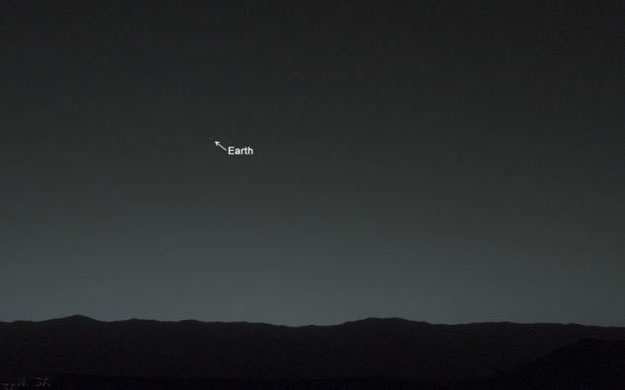 هل شاهدت صور كوكب الارض والقمر من كوكب المريخ