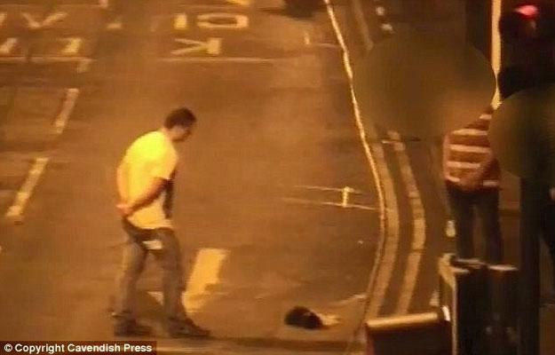 بالفيديو جندي سابق يقتل قطة بدم بارد