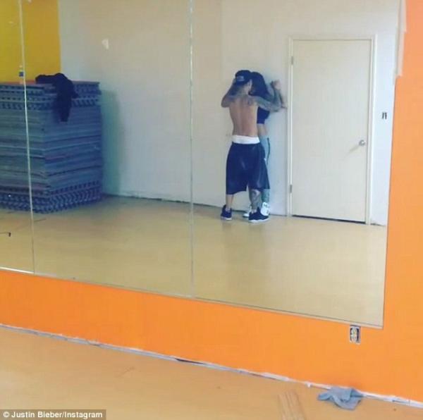عودة العلاقة العاطفة بين جاستين بيبر وسيلينا غوميز برقصة رومانسية 2014