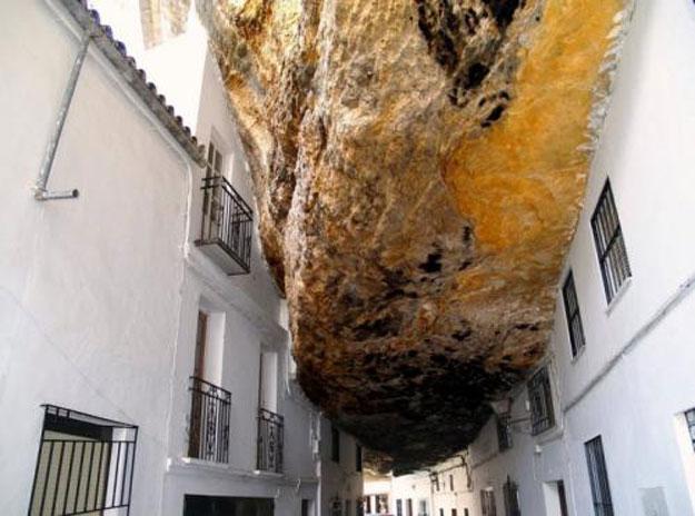 صور مدينة سيتنيل ديلاس بإسبانيا مدينة مبنية تحت صخرة ضخمة 237989_dreambox-sat.com