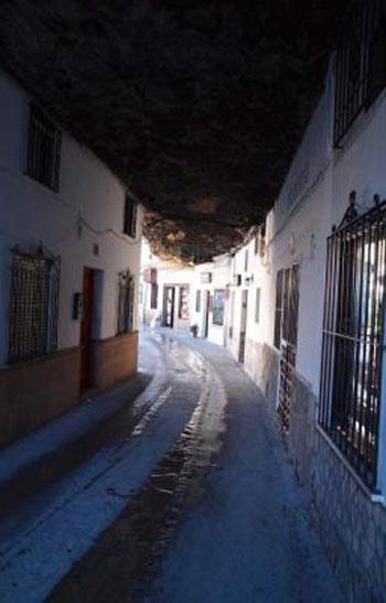 صور مدينة سيتنيل ديلاس بإسبانيا مدينة مبنية تحت صخرة ضخمة 237990_dreambox-sat.com