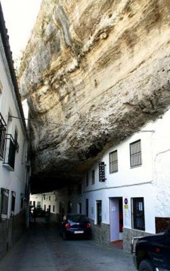 صور مدينة سيتنيل ديلاس بإسبانيا مدينة مبنية تحت صخرة ضخمة 237993_dreambox-sat.com