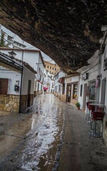 صور مدينة سيتنيل ديلاس بإسبانيا مدينة مبنية تحت صخرة ضخمة 237995_dreambox-sat.com