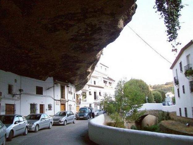 صور مدينة سيتنيل ديلاس بإسبانيا مدينة مبنية تحت صخرة ضخمة 237999_dreambox-sat.com