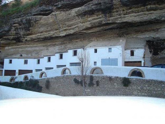 صور مدينة سيتنيل ديلاس بإسبانيا مدينة مبنية تحت صخرة ضخمة 238000_dreambox-sat.com