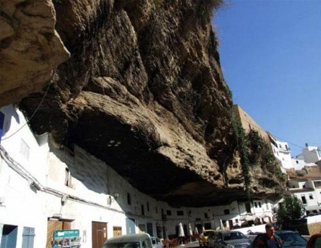 صور مدينة سيتنيل ديلاس بإسبانيا مدينة مبنية تحت صخرة ضخمة 238003_dreambox-sat.com