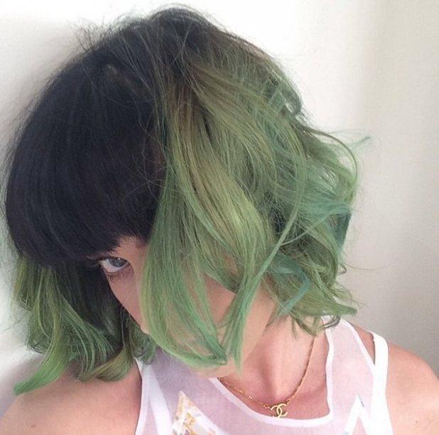 صور كاتي بيري بصبغة شعر باللون الاخضر