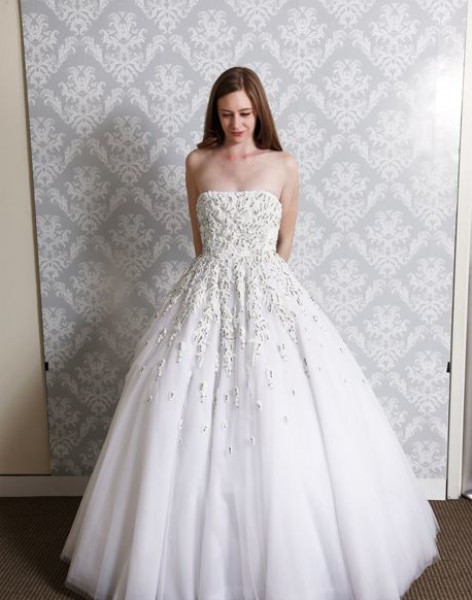 190e9f5b49d11 صور تصاميم فساتين زفاف لربيع وصيف 2014