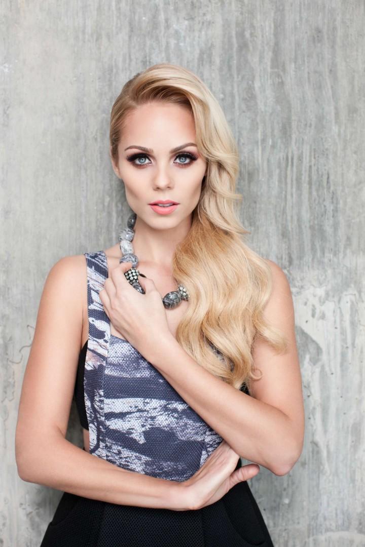 ��� ���� ��������� ��� ���� Cliche ���� 2014 � Laura Vandervoort