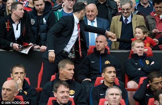 صور استقبال جيجز مدرب نادي مانشستر يونايتد الجديد 2014