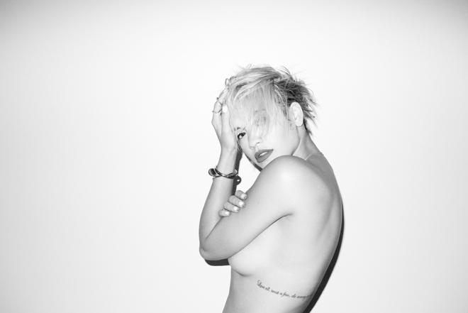صور ريتا أورا وهي عارية من اخر جلسة تصوير 2014