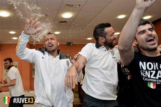 صور احتفال لاعبي يوفنتوس بلقب بطل الدوري الايطالي 2014