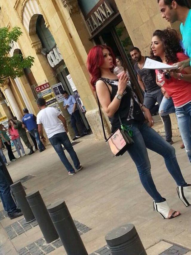 صور هيفاء وهبي بتنورة سوداء قصيرة في شوارع بيروت 2014
