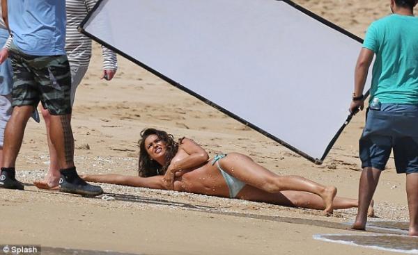 صور إيرينا شايك وهي عارية في جلسة تصوير لمجلة Sports Illustrated