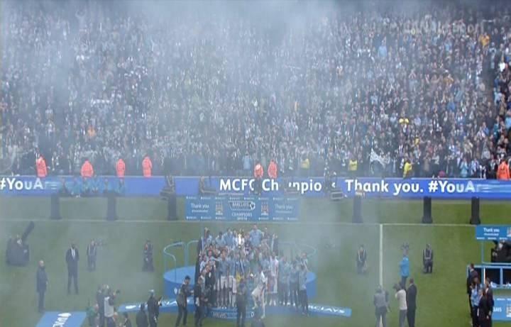 صور احتفال لاعبي مانشستر سيتي بلقب الدوري , اليوم الاحد 11-5-2014 , صور تتويج مانشستر سيتي بدرع الدوري الانجليزي 2014