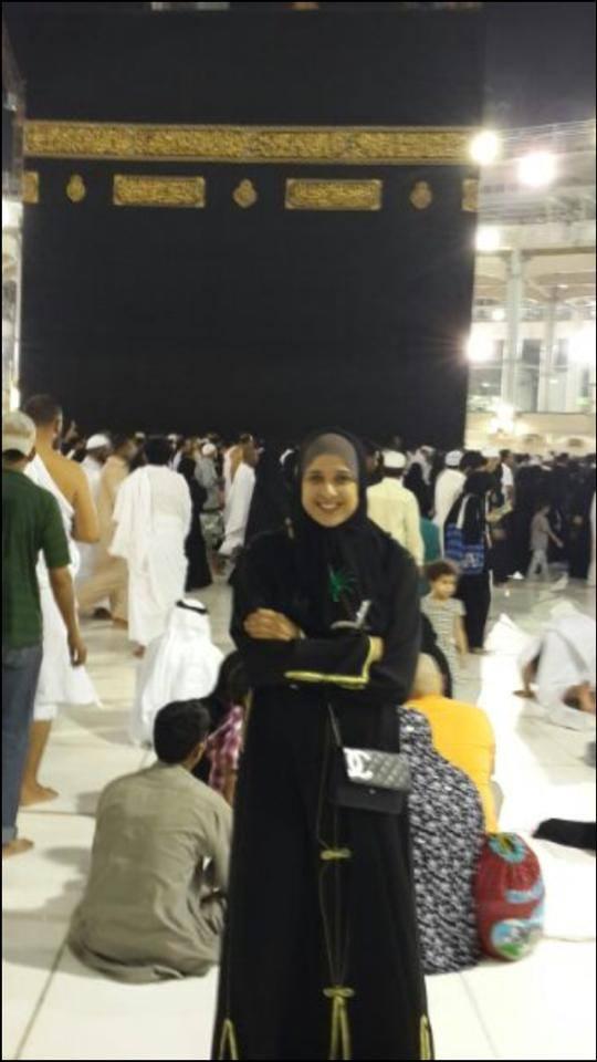 صور ياسمين عبدالعزيز بالحجاب وهي تؤدي مناسك العمرة 2014