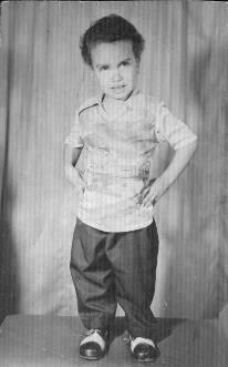 صور الفنان سامح حسين وهو طفل صغير