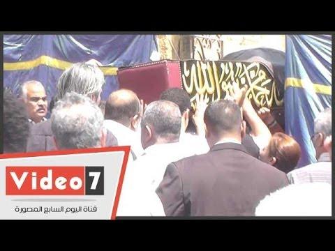 بالفيديو لحظة دفن جثمان الفنان حسين الإمام في مقابر البساتين 2014