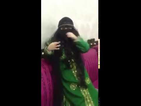 بالفيديو بنت صغيرة تقلد نساء الخليج