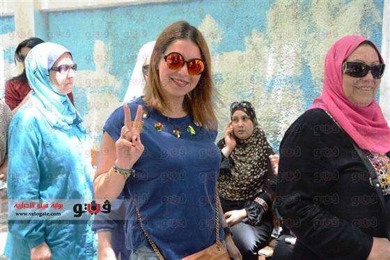 صور لقاء الخميسى وهي تدلي بصوتها في الانتخابات الرئاسية 2014