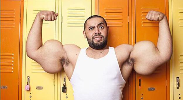 صور المصري مصطفى إسماعيل صاحب أكبر عضلات في العالم