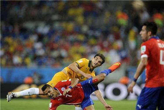 ملخص ونتيجة مباراة تشيلي وأستراليا في كأس العالم اليوم 14-6-2014